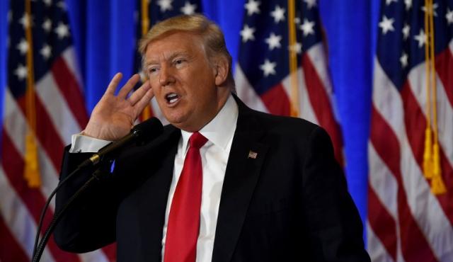 """Trump rechaza """"mentiroso"""" dossier ruso que lo compromete"""