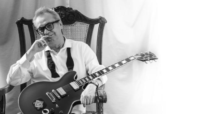 Lebón: la guitarra como psicóloga y la suerte de ser tonto