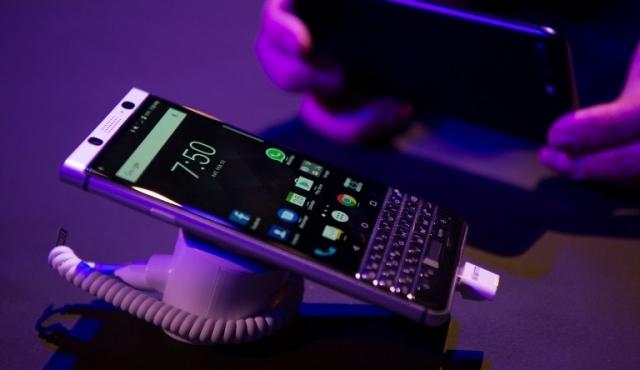 BlackBerry presentó su nuevo telefóno fabricado por grupo chino TCL