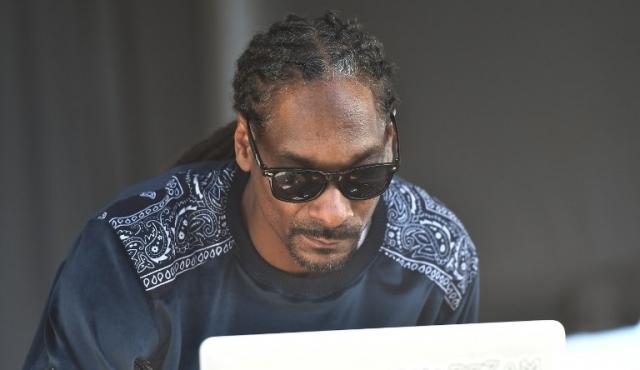 Snoop Dogg genera polémica con video en el que dispara a un falso Trump