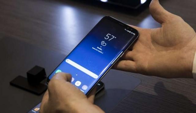 Samsung presentó su nuevo smartphone con asistente virtual