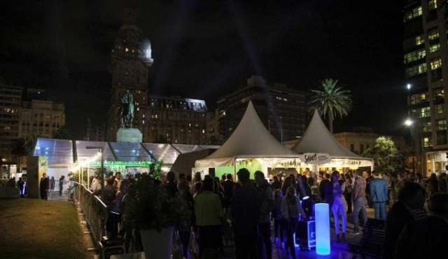 Salus vistió de fiesta la Plaza Independencia para la celebración de sus 125 años