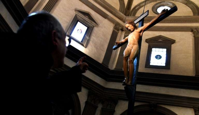 Crucifijo de Miguel Ángel perdido durante siglos, regresa a su iglesia en Florencia