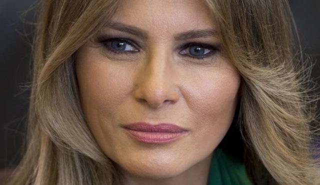 """Daily Mail indemnizará a Melania Trump por haber afirmado que fue """"chica de pago"""""""