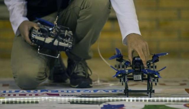 """""""La única solución para regular los drones es la educación"""""""