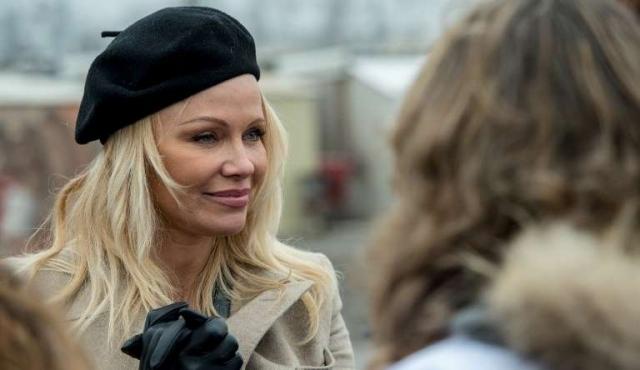 Pamela Anderson apoya al izquierdista Mélenchon en elecciones francesas