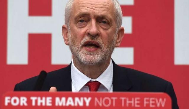 """Laboristas británicos giran a la izquierda con programa """"radical"""""""