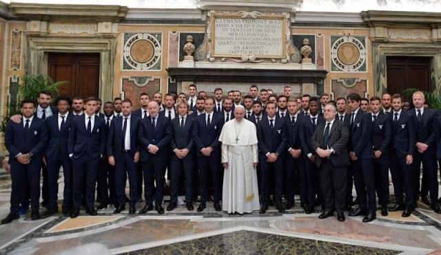 """Papa Francisco pide a futbolistas que sean modelos de """"lealtad"""""""