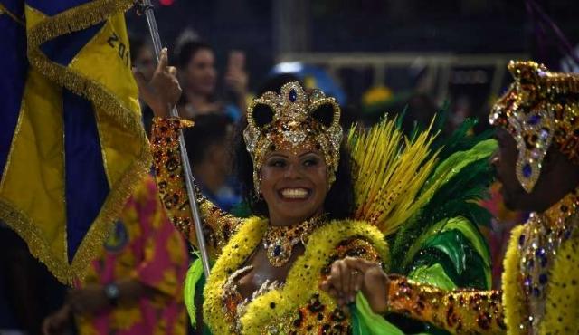 Escuelas de samba de Rio amenazan con suspender desfile si les recortan apoyo público