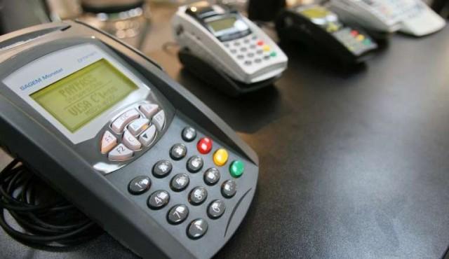 Compras por débito pagan más IVA desde el viernes