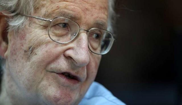 Chomsky en Uruguay: alerta contra amenaza nuclear y catástrofe ambiental