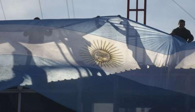 Cristina y Macri se miden en primarias de Argentina
