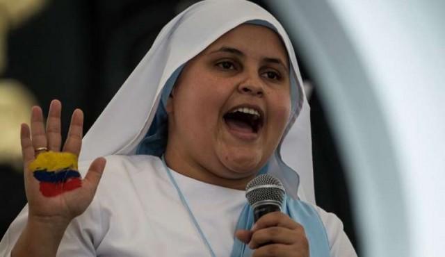 Una monja rapera le cantará al papa en Colombia