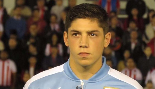 """Valverde """"tiene para muchos años en la selección"""", dijo Tabárez"""