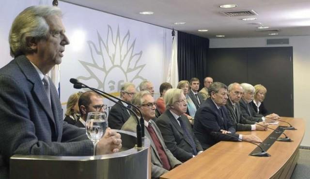 """""""Conmoción política pero tranquilidad institucional"""""""