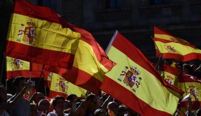 Miles se manifestaron contra la independencia de Cataluña