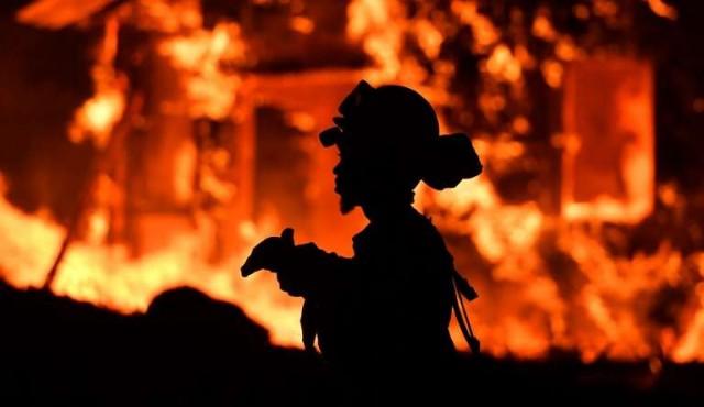 """""""Catastróficos"""" incendios en California no ceden"""