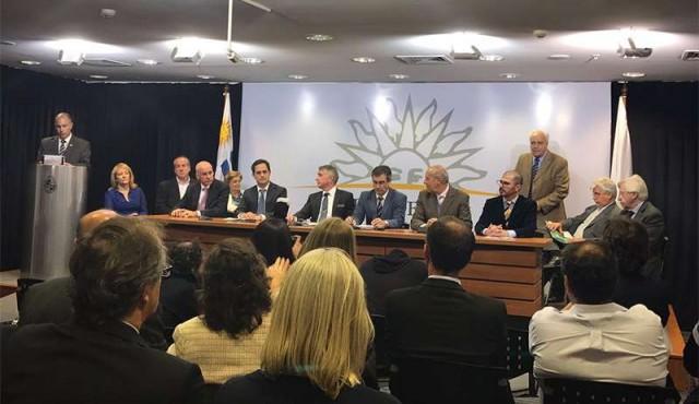 """Gobierno y UPM firman acuerdo para una """"posible"""" tercera planta"""