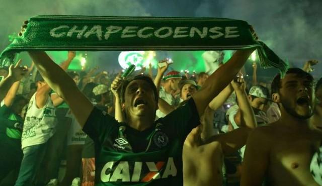El fútbol recuerda a las víctimas de Chapecoense a un año de la tragedia