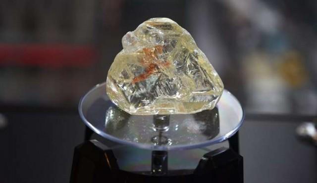 """Enorme """"Diamante de la paz"""" de Sierra Leona fue subastado en 6,5 millones de dólares"""