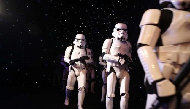 """""""Star Wars"""" en la cima mientras Disney celebra sus ganancias anuales"""