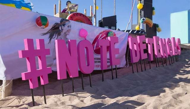 Kotex celebró en la playa el deslumbrante atardecer de La Paloma al ritmo de la DJ Vala Nirenberg