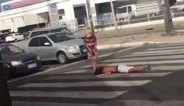 """""""Que tiro foi esse"""" es el viral y la canción del verano en Brasil"""
