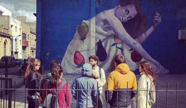 Un tour por murales y graffitis de Ciudad Vieja, una puerta al arte urbano