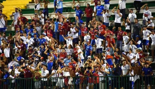 Conmebol sancionó a Nacional por gestos de hinchas contra Chapecoense