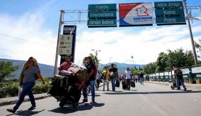 """Colombia incrementa controles migratorios ante """"tragedia"""" en Venezuela"""