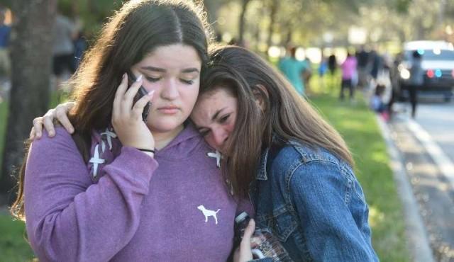 Tiroteo en escuela de Estados Unidos dejó 17 muertos