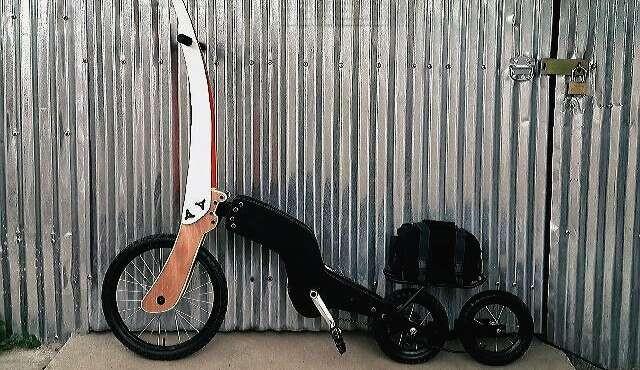 Bicicleta de tres ruedas en línea, la última creación de un inventor uruguayo