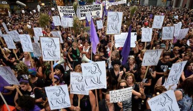 Mujeres paran contra el machismo y la discriminación