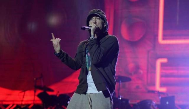 Eminem arremete contra la asociación del rifle de EE.UU