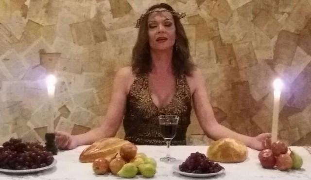 Una Jesús transgénero vuelve a predicar en el Solís
