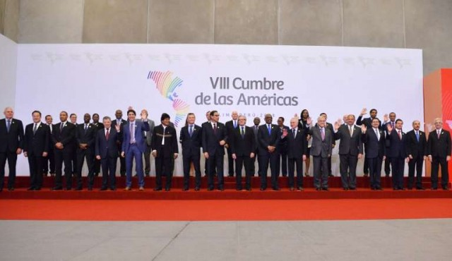 """Cumbre de las Américas aprueba en Lima """"compromiso"""" contra la corrupción"""