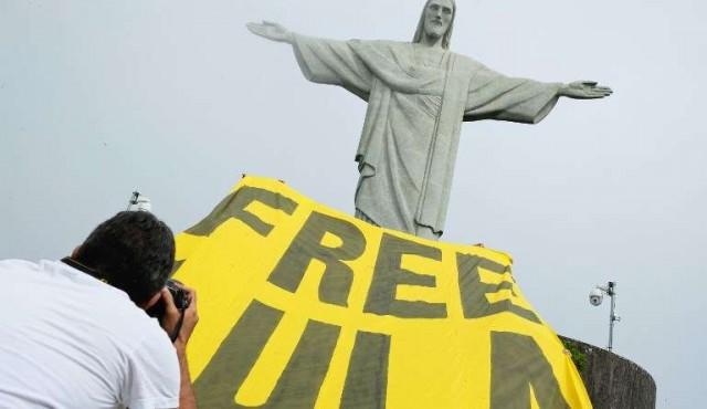 Lula pierde adhesión pero sigue liderando la intención de voto en Brasil