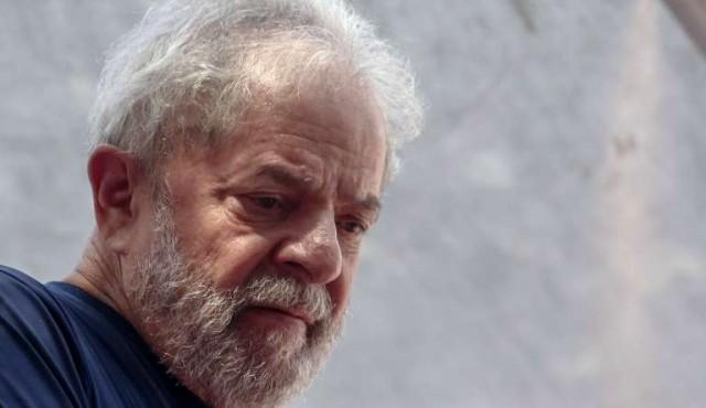 """""""Estoy tranquilo pero indignado"""", dijo Lula desde la prisión"""