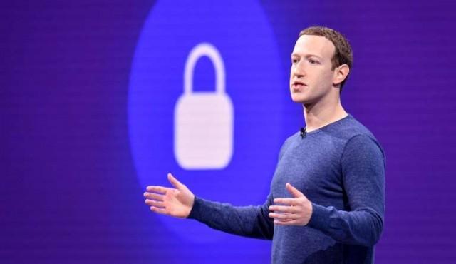Facebook reorganiza su directiva pero Zuckerberg sigue al mando