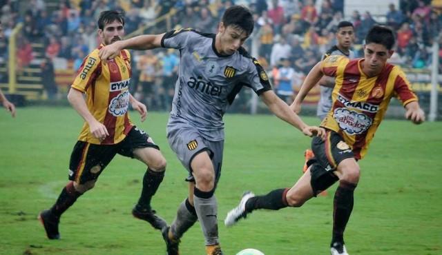 Peñarol juega con Progreso