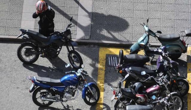 Encuesta revela imprudencia en el traslado de niños en moto