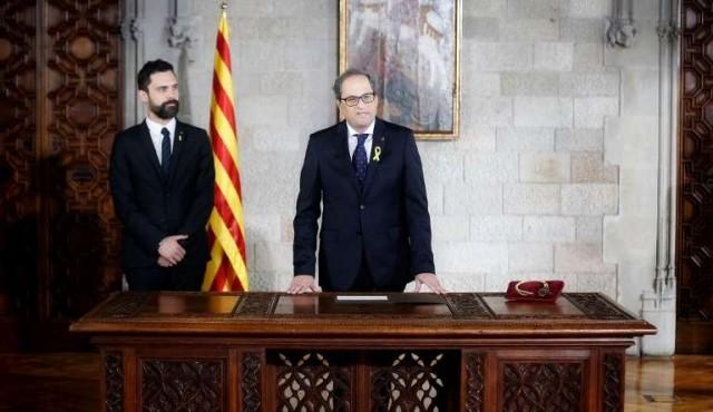 Nuevo líder catalán evita prometer la Constitución al asumir el cargo