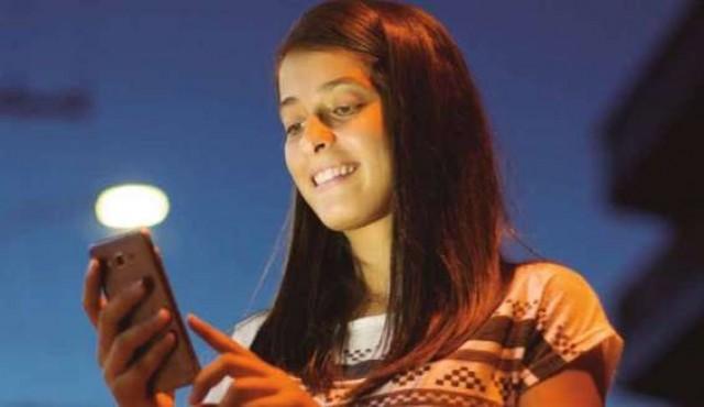 """Niños y adultos sin diferencias ante """"uso excesivo de internet"""""""
