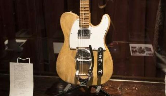 Una guitarra eléctrica de Bob Dylan subastada por 495.000 dólares