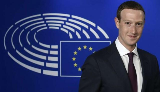 El perdón del fundador de Facebook no convence en la Eurocámara
