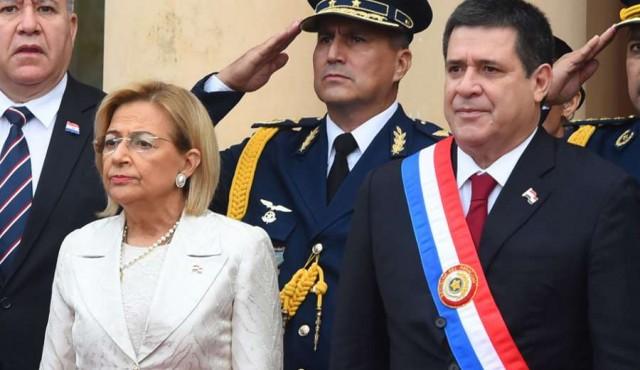 Cartes renunció a la presidencia para convertirse en senador
