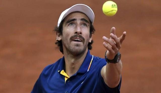 Cuevas pasa a segunda ronda en Roland Garros