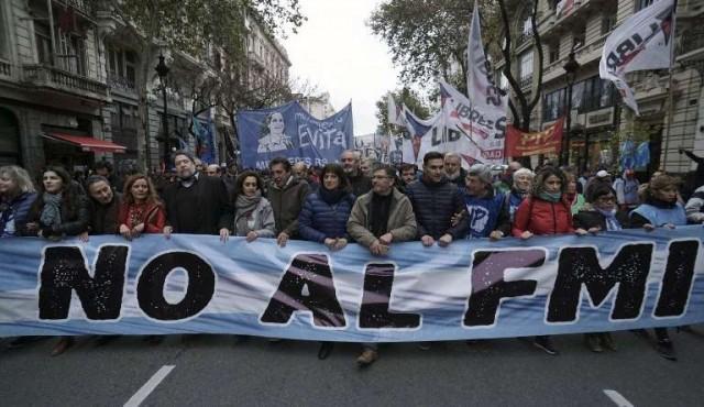 Macri acuerda un salvavidas de 50.000 millones de dólares con el FMI