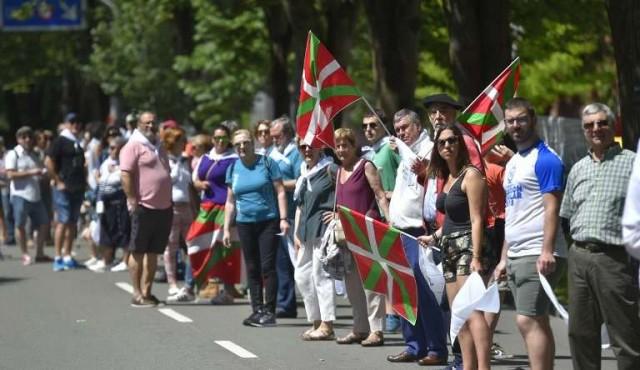 Masiva cadena humana por el derecho de autodeterminación en el País Vasco