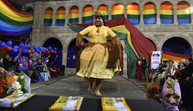 """""""Cholas transformistas"""" reivindican sus derechos en Bolivia"""